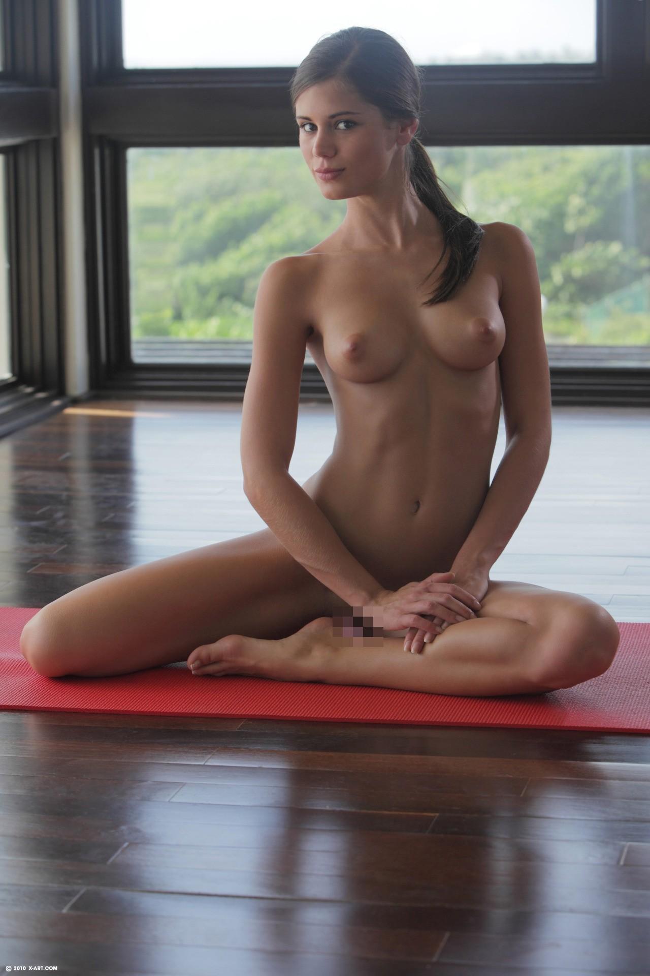 全裸ヨガしてる女が色んな体位でハメれそうで抜けるエロ画像32枚・8枚目の画像