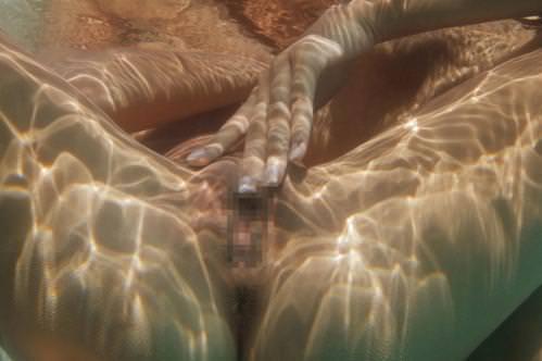 水中カメラ 水着エロ画像!プール・海・お風呂でオマンコ撮りまくりwwwww・13枚目の画像