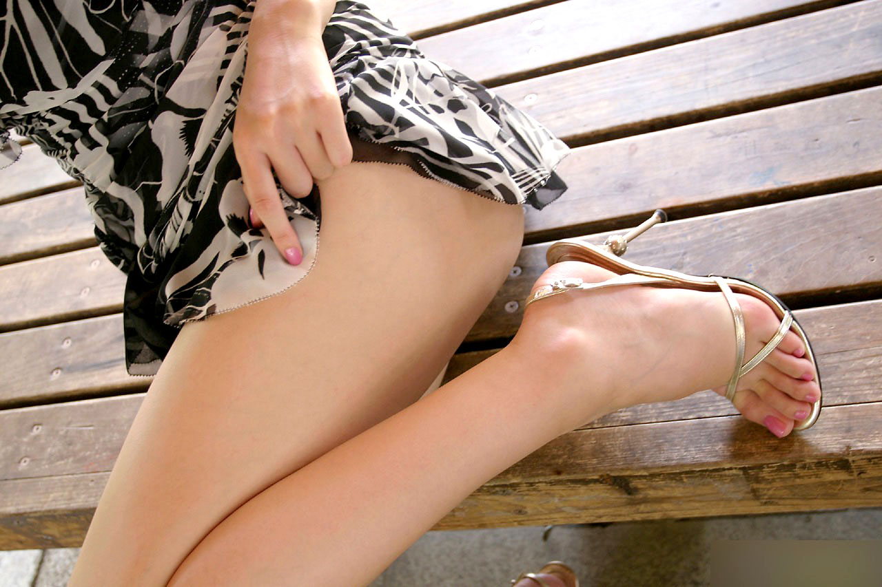 太ももフェチ専用の美脚女子のエロ画像35枚・17枚目の画像