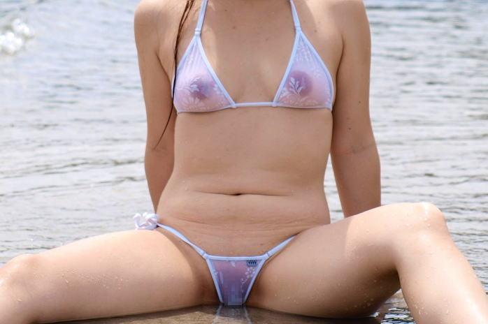 水着姿なのにお尻もオマンコもおっぱいも透けちゃってる素人娘のエロ画像・17枚目の画像