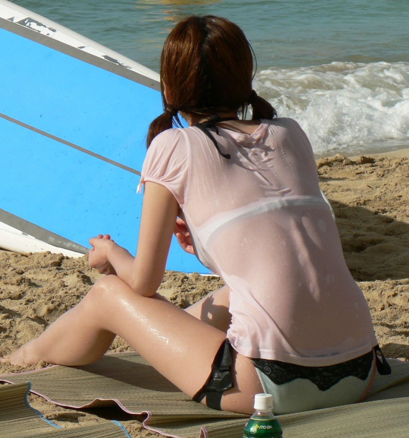 水着姿なのにお尻もオマンコもおっぱいも透けちゃってる素人娘のエロ画像・22枚目の画像