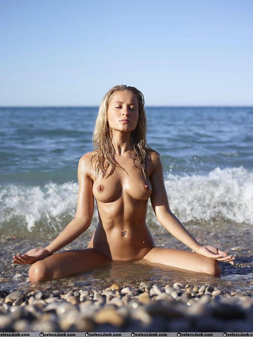 全裸ヨガしてる女が色んな体位でハメれそうで抜けるエロ画像32枚・35枚目の画像