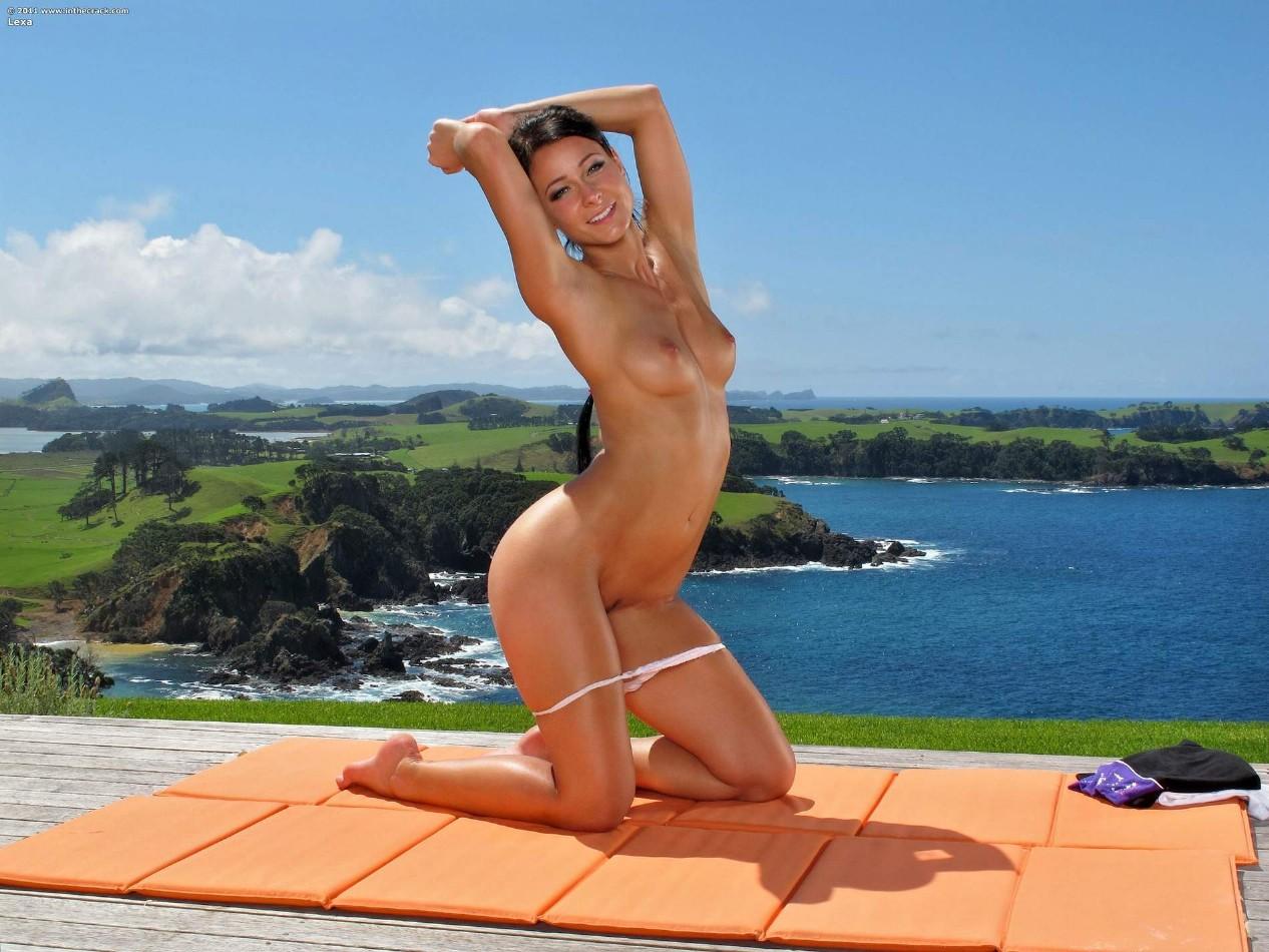 全裸ヨガしてる女が色んな体位でハメれそうで抜けるエロ画像32枚・37枚目の画像