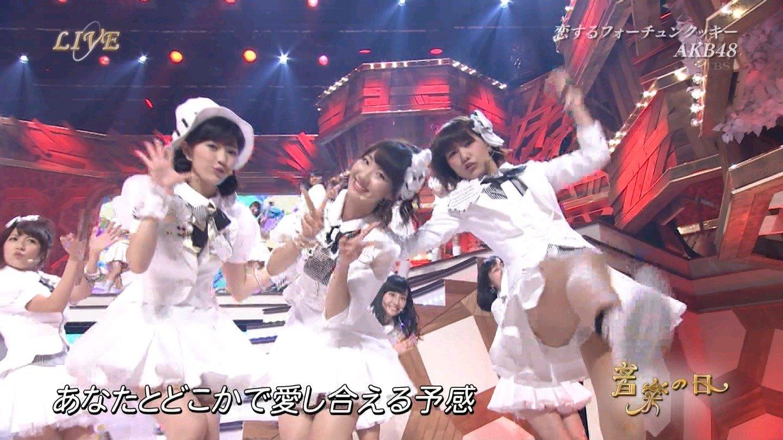 歌番組ローアングルパンチラ エロ画像25枚!AKB48等のアイドル達の下半身がマジ抜けるwww・4枚目の画像