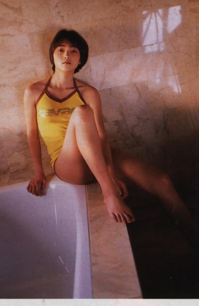 遠藤久美子 セミヌードエロ画像30枚!エンクミ38歳の完熟ボディが結構エロくてまだまだイケるwww・7枚目の画像