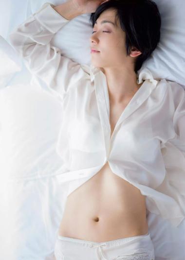 遠藤久美子 セミヌードエロ画像30枚!エンクミ38歳の完熟ボディが結構エロくてまだまだイケるwww・8枚目の画像