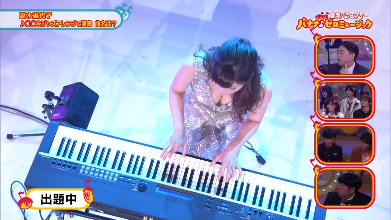 ジャズピアニスト高木里代子 エロ画像43枚!NHKで胸チラしまくってぷるんぷるん演奏www・9枚目の画像