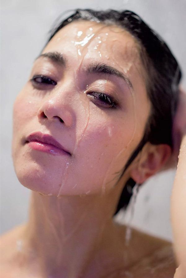 遠藤久美子 セミヌードエロ画像30枚!エンクミ38歳の完熟ボディが結構エロくてまだまだイケるwww・11枚目の画像