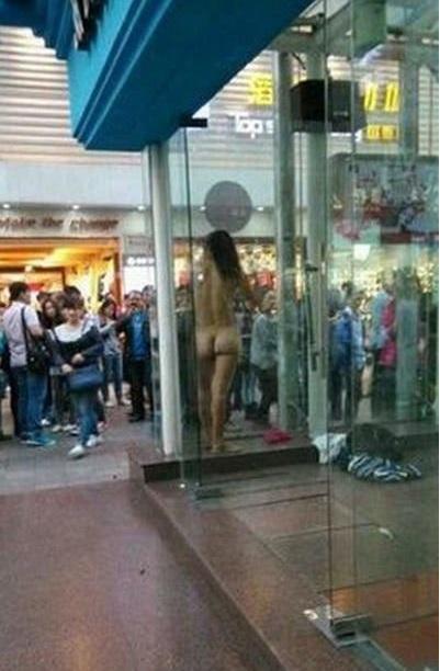 中国人 全裸ヌード露出狂エロ画像25枚!日本とはまた違う狂気を感じる露出プレイwww・12枚目の画像
