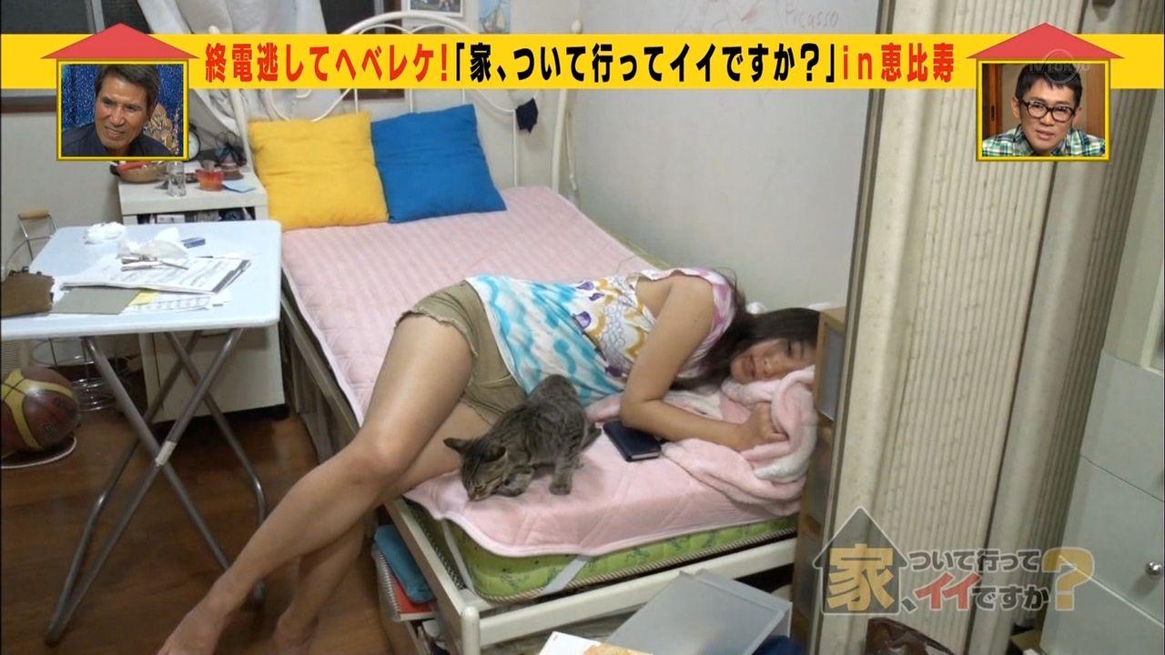 家、ついて行ってイイですか? エロ画像16枚!完全にビッチな泥酔メンヘラ素人娘が登場で豪快パンチラwww・12枚目の画像