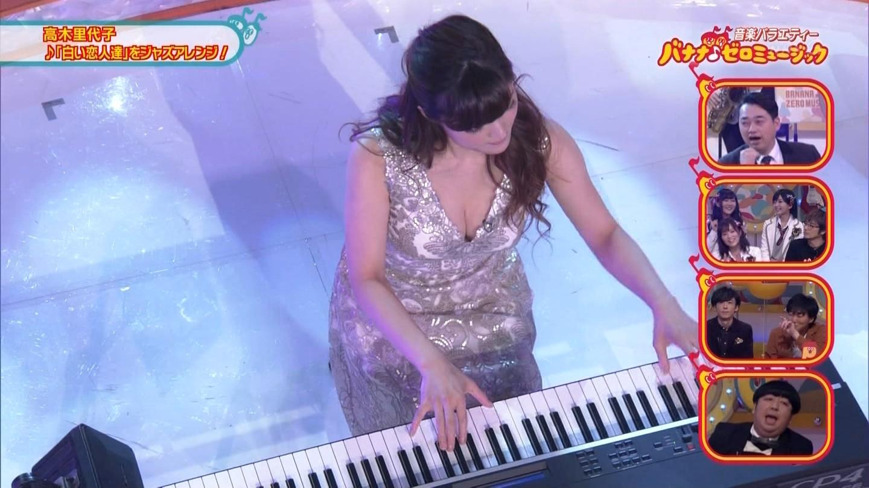 ジャズピアニスト高木里代子 エロ画像43枚!NHKで胸チラしまくってぷるんぷるん演奏www・15枚目の画像