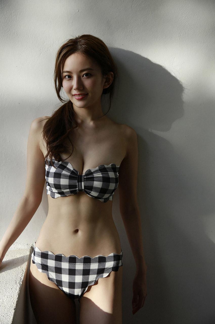 伊東紗冶子(23)Gカップキャスターの水着グラビア画像60枚・43枚目の画像