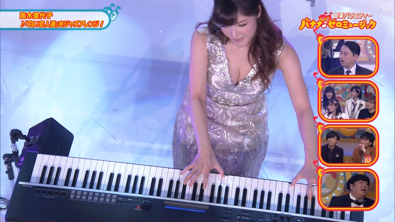 ジャズピアニスト高木里代子 エロ画像43枚!NHKで胸チラしまくってぷるんぷるん演奏www・17枚目の画像