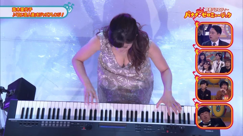 ジャズピアニスト高木里代子 エロ画像43枚!NHKで胸チラしまくってぷるんぷるん演奏www・19枚目の画像