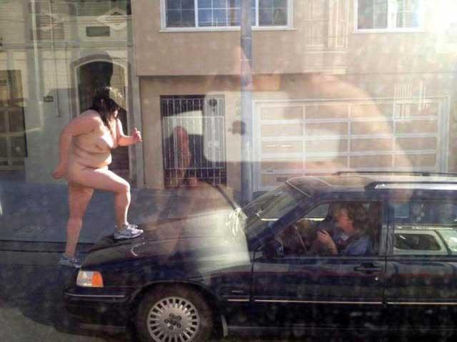 中国人 全裸ヌード露出狂エロ画像25枚!日本とはまた違う狂気を感じる露出プレイwww・20枚目の画像