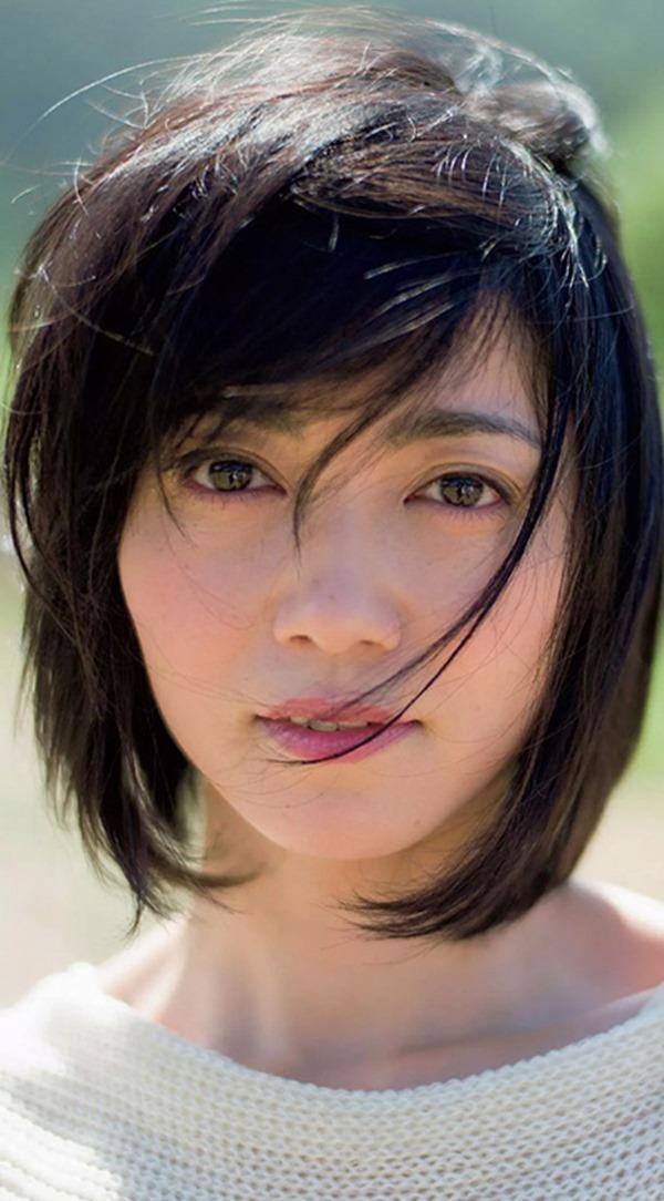 遠藤久美子 セミヌードエロ画像30枚!エンクミ38歳の完熟ボディが結構エロくてまだまだイケるwww・20枚目の画像