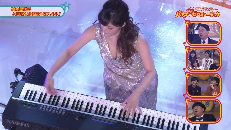 ジャズピアニスト高木里代子 エロ画像43枚!NHKで胸チラしまくってぷるんぷるん演奏www・20枚目の画像