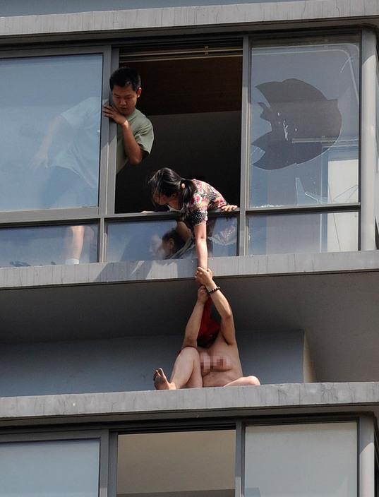 中国人 全裸ヌード露出狂エロ画像25枚!日本とはまた違う狂気を感じる露出プレイwww・27枚目の画像