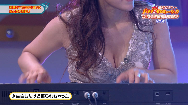ジャズピアニスト高木里代子 エロ画像43枚!NHKで胸チラしまくってぷるんぷるん演奏www・23枚目の画像