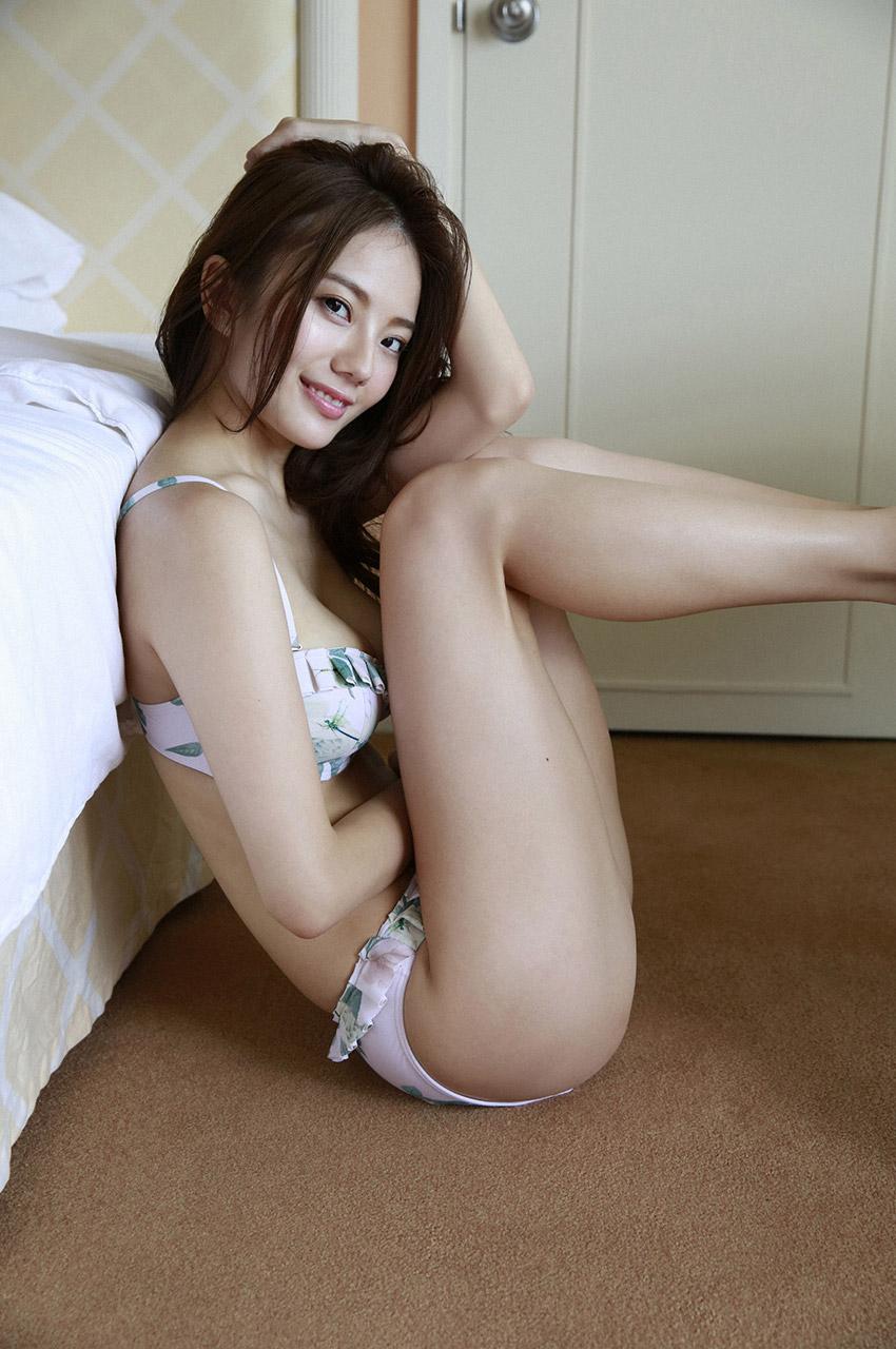 伊東紗冶子(23)Gカップキャスターの水着グラビア画像60枚・50枚目の画像