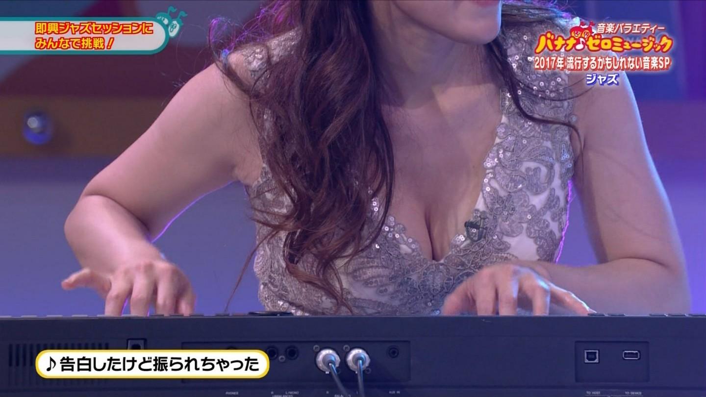 ジャズピアニスト高木里代子 エロ画像43枚!NHKで胸チラしまくってぷるんぷるん演奏www・24枚目の画像