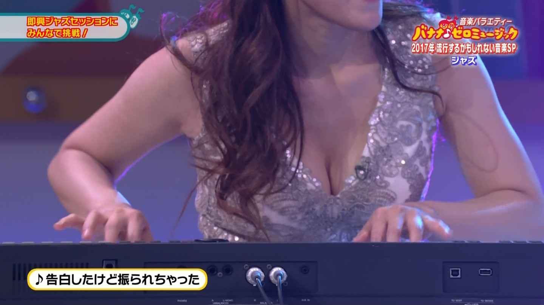 ジャズピアニスト高木里代子 エロ画像43枚!NHKで胸チラしまくってぷるんぷるん演奏www・25枚目の画像
