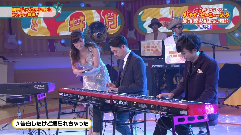 ジャズピアニスト高木里代子 エロ画像43枚!NHKで胸チラしまくってぷるんぷるん演奏www・39枚目の画像