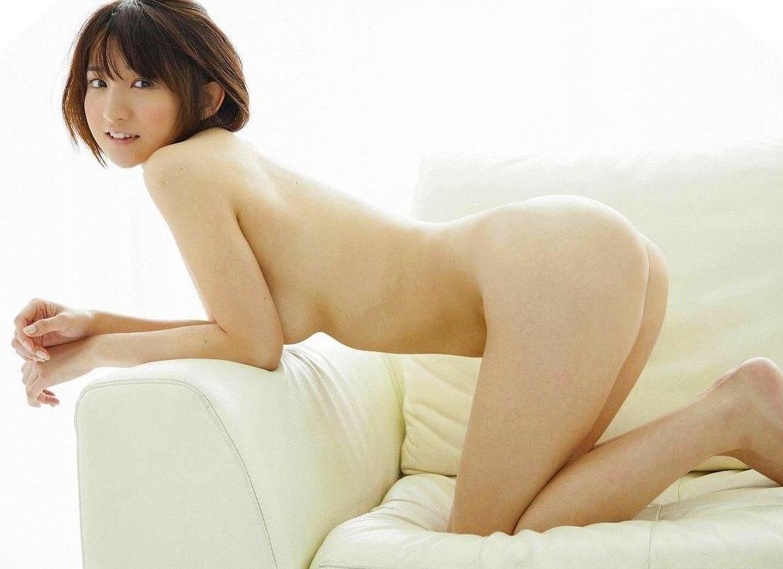 芸能人ヌード 生尻エロ画像32枚!お尻ヌードってことは撮影現場ではオマンコ見えてるってことだよな?www・40枚目の画像