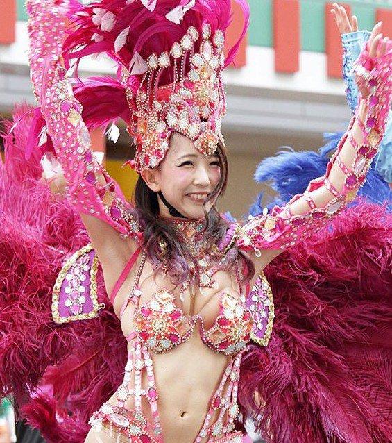 浅草サンバカーニバル はみ出しえろ写真40枚☆全国の露出狂が集まるJAPANの露出祭典wwwwww