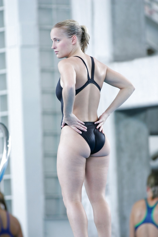 外国人の胸ポチ、ハミ尻が抜ける競泳水着姿のエロ画像33枚・1枚目の画像