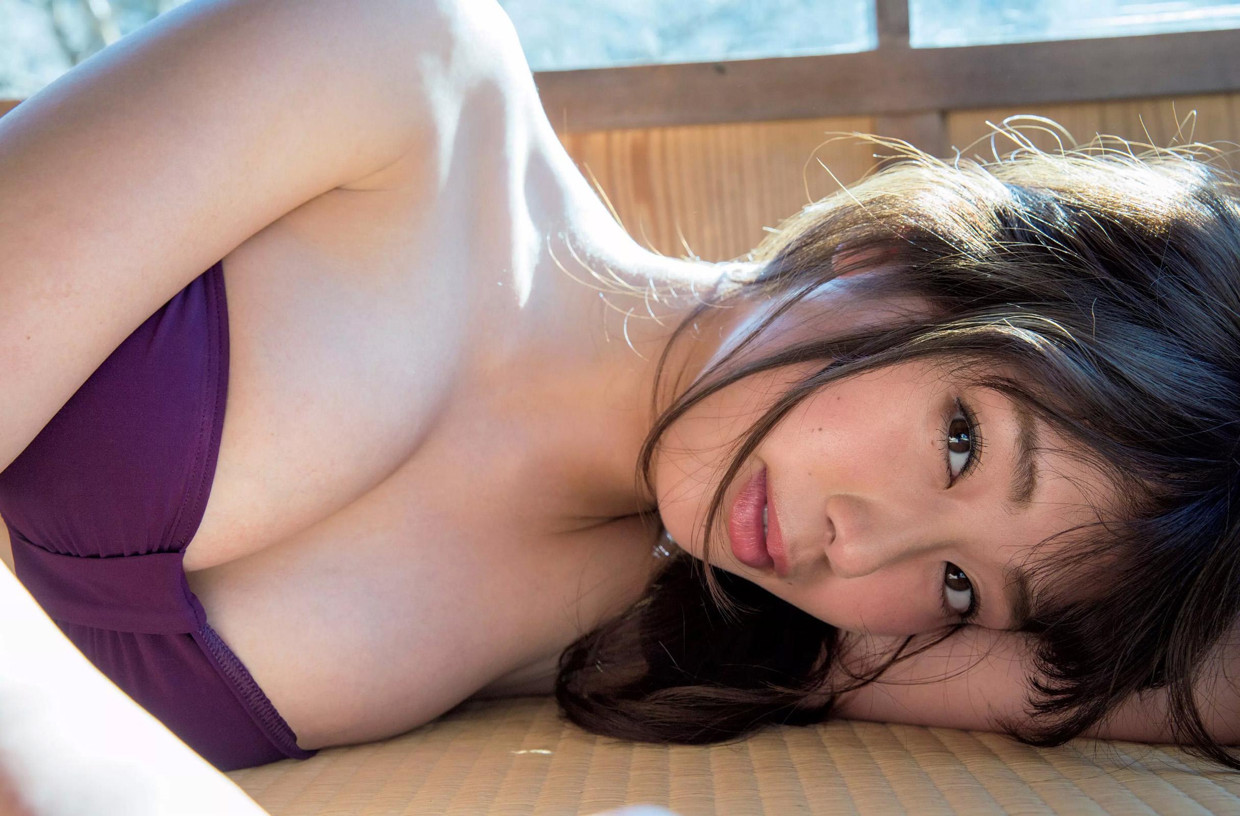 稲村亜美の最新グラビアエロ画像35枚!デカ尻安産型ボディが癖になる!