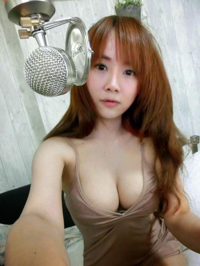 台湾美女の全裸自画撮りヌードエロ画像37枚・2枚目の画像