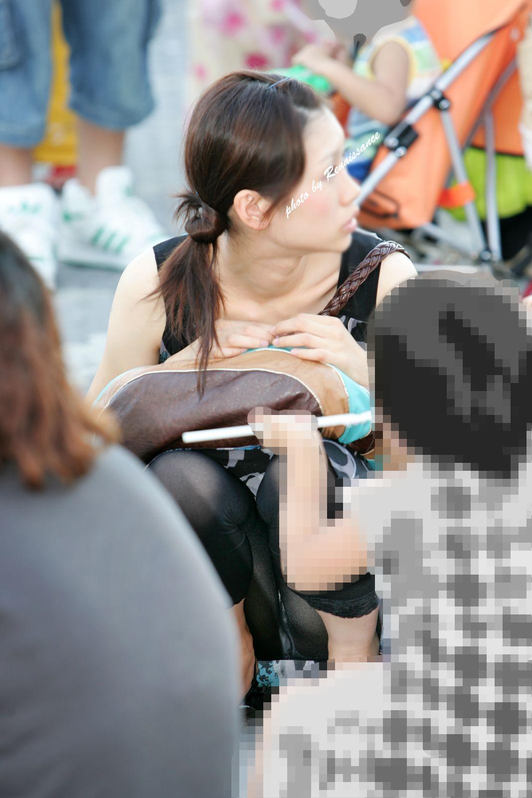 子連れ妻のパンチラ盗撮エロ画像30枚・3枚目の画像