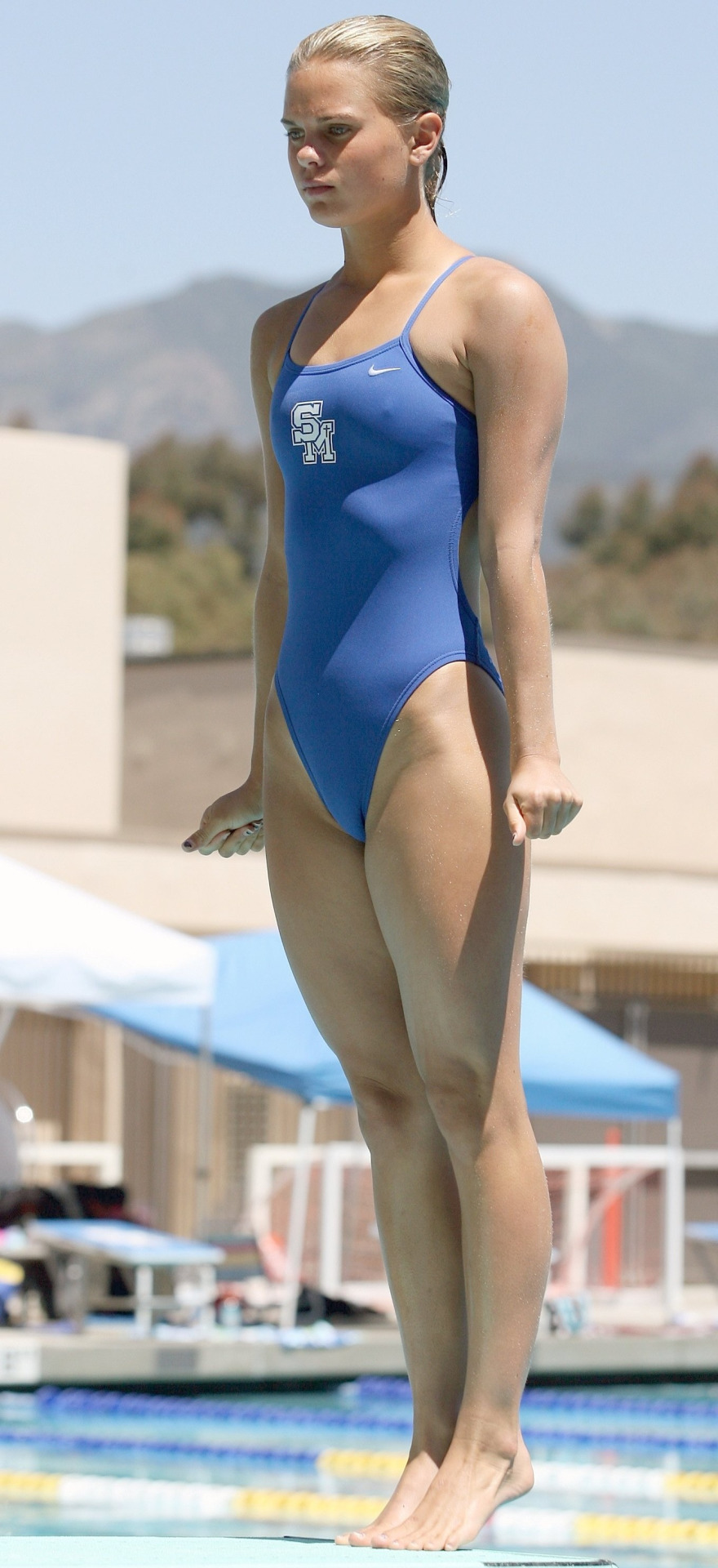 外国人の胸ポチ、ハミ尻が抜ける競泳水着姿のエロ画像33枚・5枚目の画像