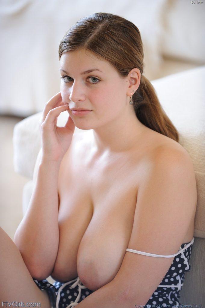 巨乳白人美女のヌードエロ画像32枚・6枚目の画像