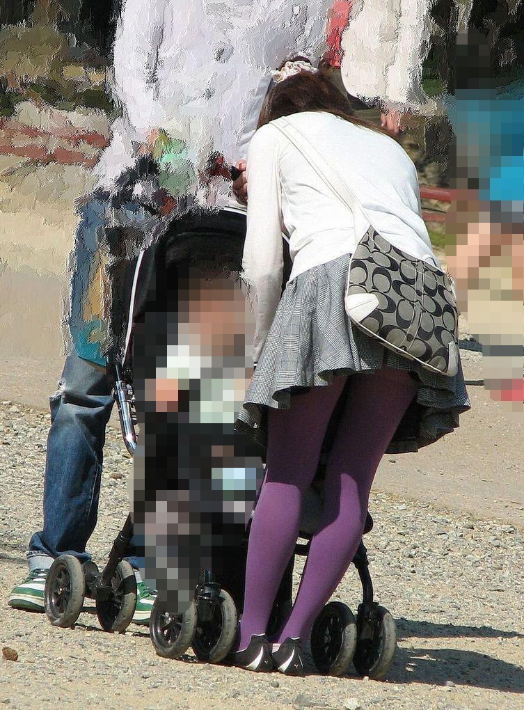 子連れ妻のパンチラ盗撮エロ画像30枚・8枚目の画像