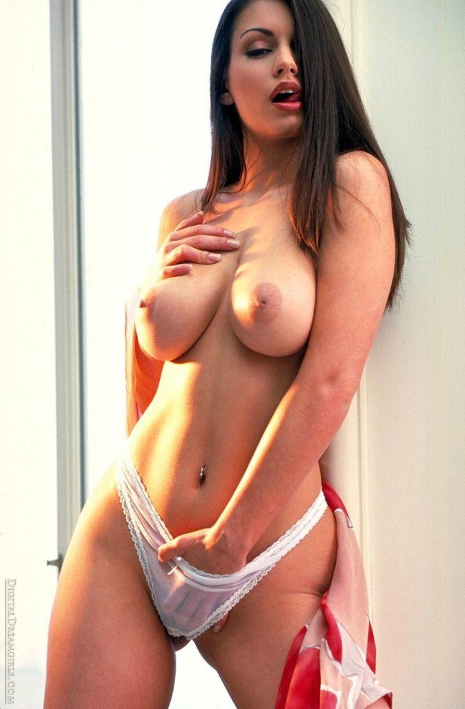 巨乳白人美女のヌードエロ画像32枚・9枚目の画像