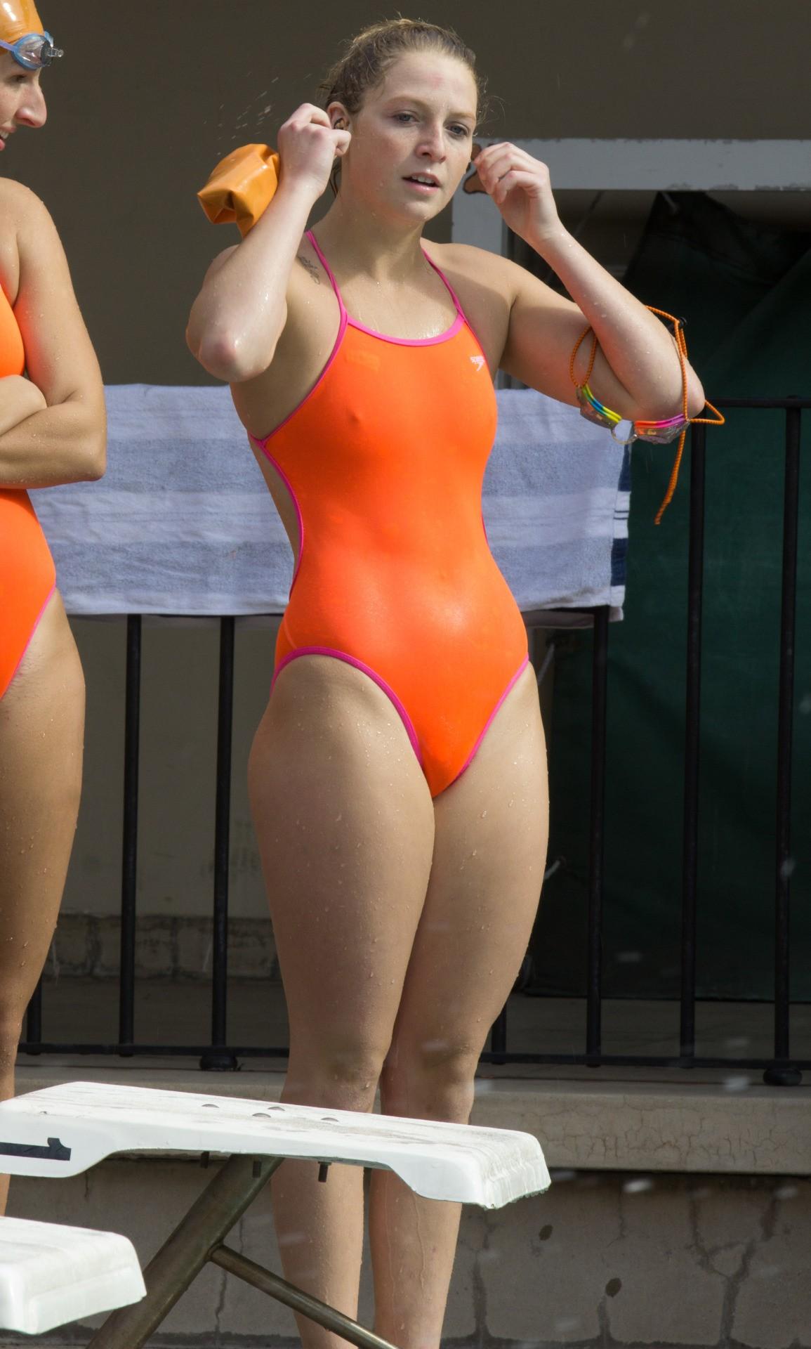 外国人の胸ポチ、ハミ尻が抜ける競泳水着姿のエロ画像33枚・15枚目の画像