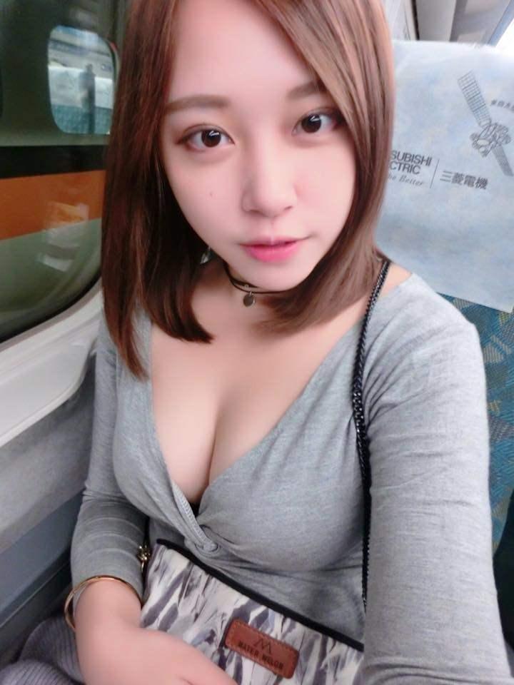 台湾美女の全裸自画撮りヌードエロ画像37枚・17枚目の画像