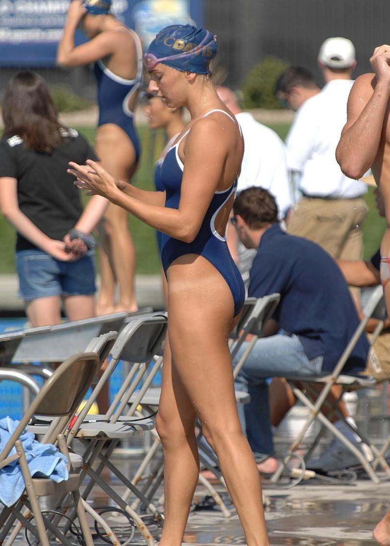 外国人の胸ポチ、ハミ尻が抜ける競泳水着姿のエロ画像33枚・19枚目の画像