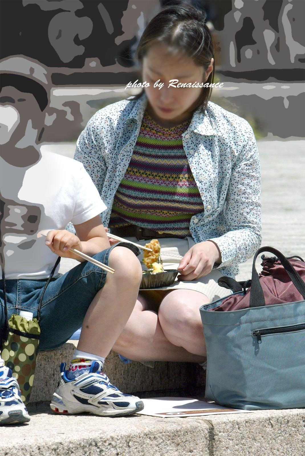 子連れ妻のパンチラ盗撮エロ画像30枚・33枚目の画像