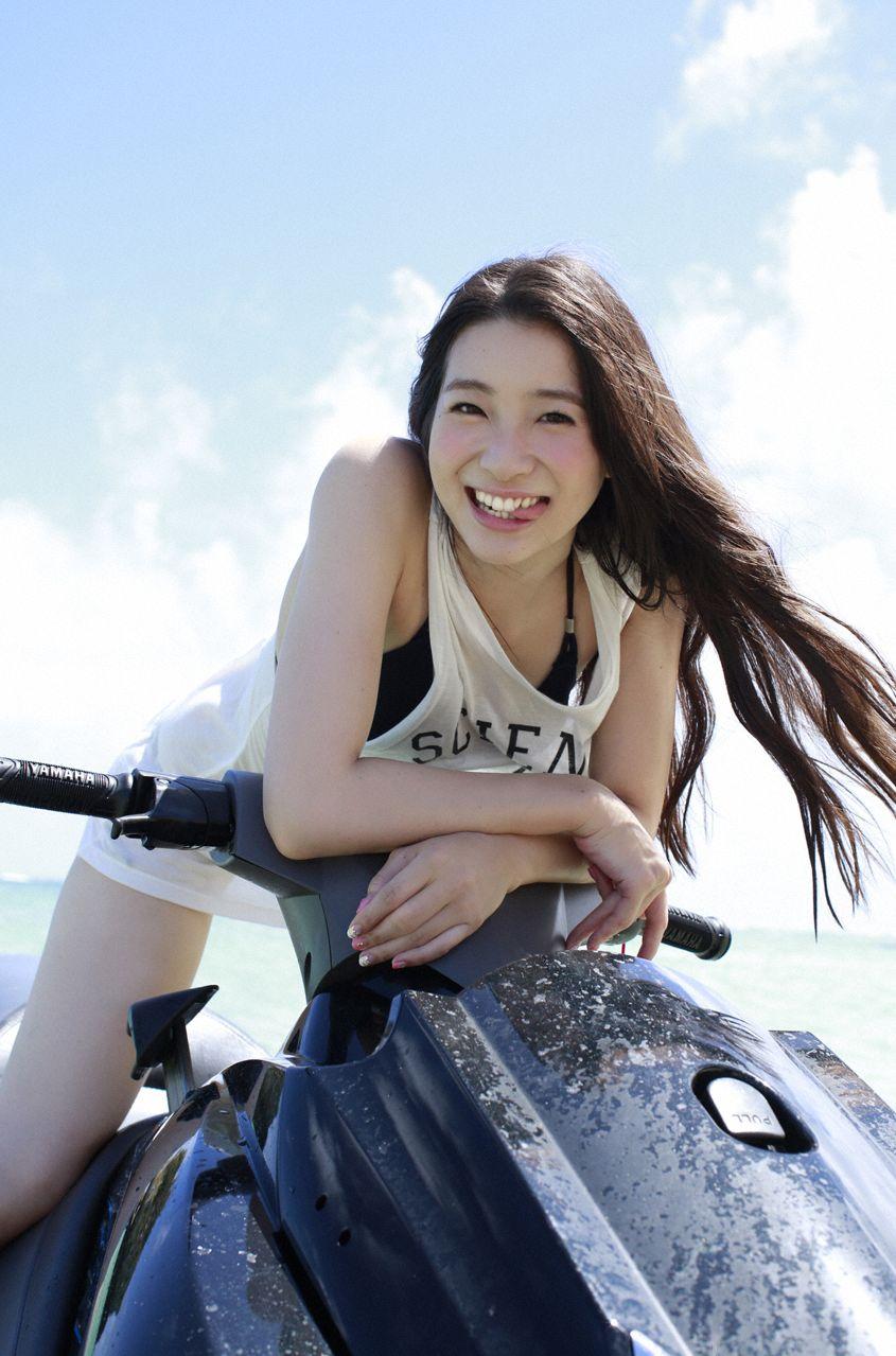 足立梨花(24)の最新セクシー下着姿&水着姿のエロ画像63枚・43枚目の画像