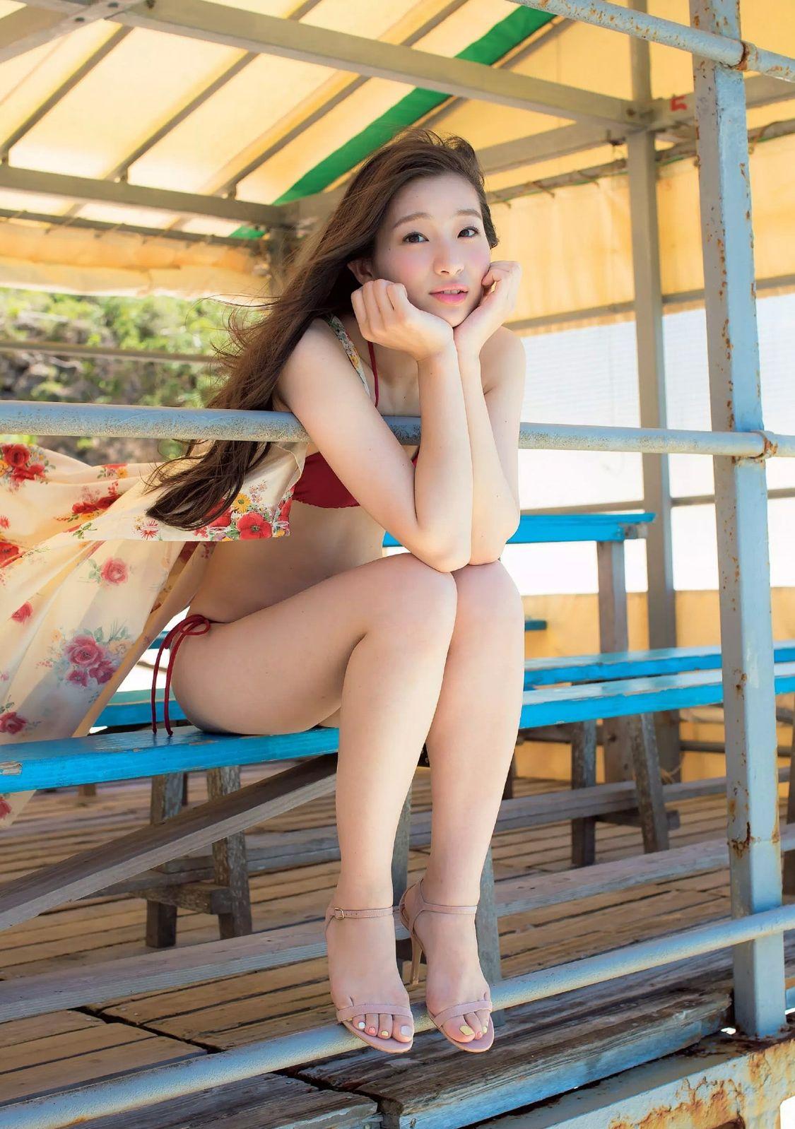 足立梨花(24)の最新セクシー下着姿&水着姿のエロ画像63枚・47枚目の画像