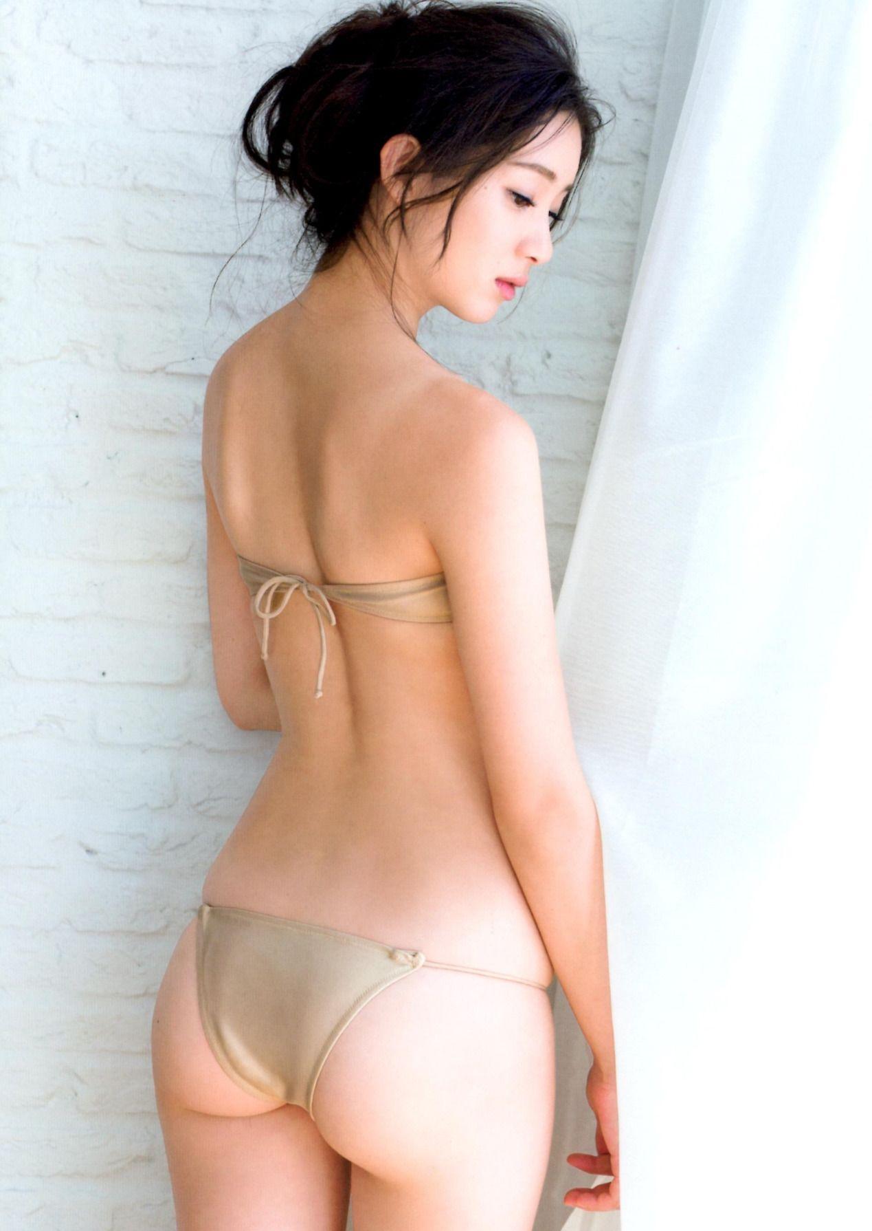 足立梨花(24)の最新セクシー下着姿&水着姿のエロ画像63枚・56枚目の画像