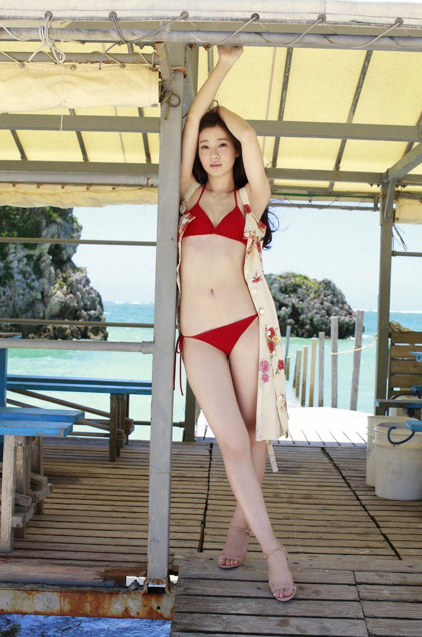 足立梨花(24)の最新セクシー下着姿&水着姿のエロ画像63枚・61枚目の画像