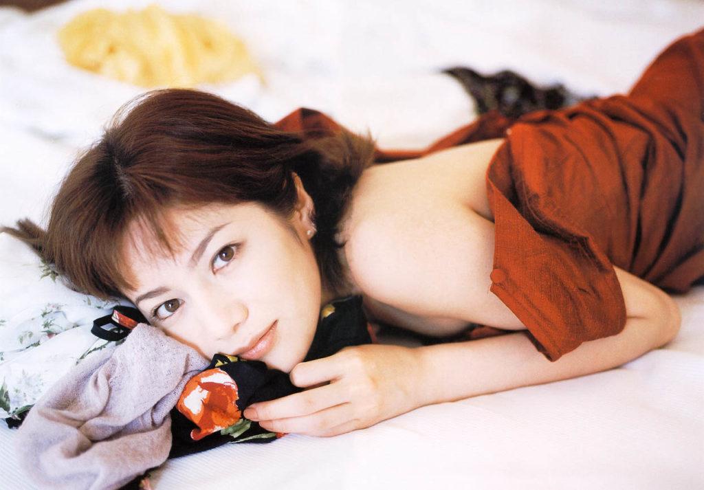 大石恵 マンスジ&ミズ着えろ写真34枚☆hydeの妻が美魔女系でぐうシコ☆