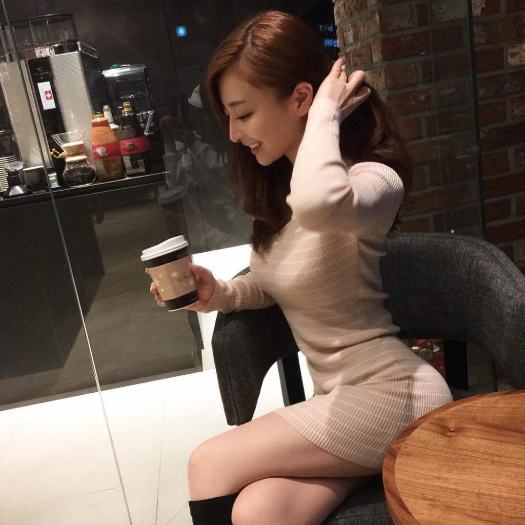 乳デカッ☆韓国シロウト小娘の着衣美巨乳がけしからんえろ写真32枚