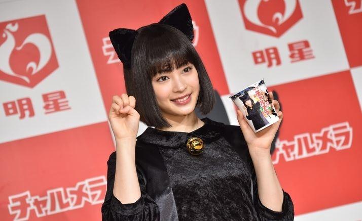 広瀬すず(18)猫耳コス「明星チャルメラ」新CMのエロ画像40枚