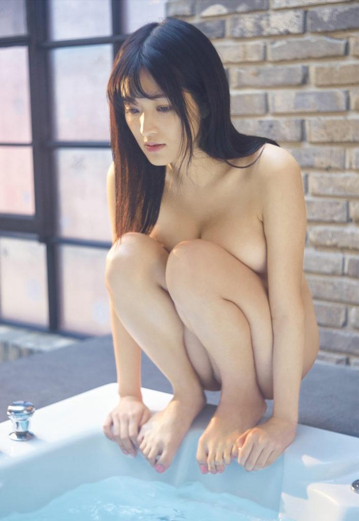 葉加瀬マイ ヌード写真集エロ画像50枚!マンコまで丸見えだぞ~!