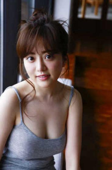 谷亜沙子アナ(23)のFカップ谷間のグラビアエロ画像22枚・2枚目の画像